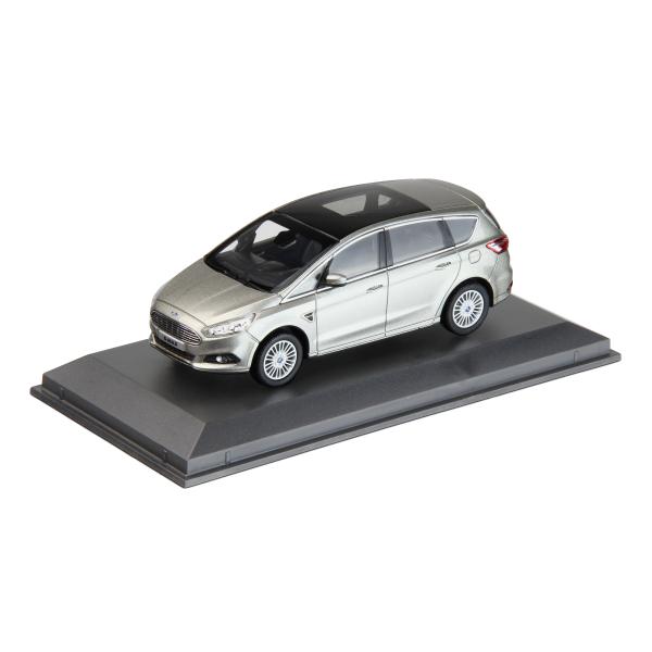35010857_SMAX_model_car.jpg